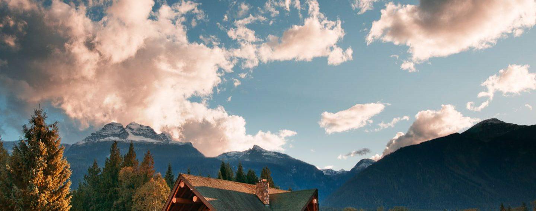 Revelstoke House; Luxurious Log Home