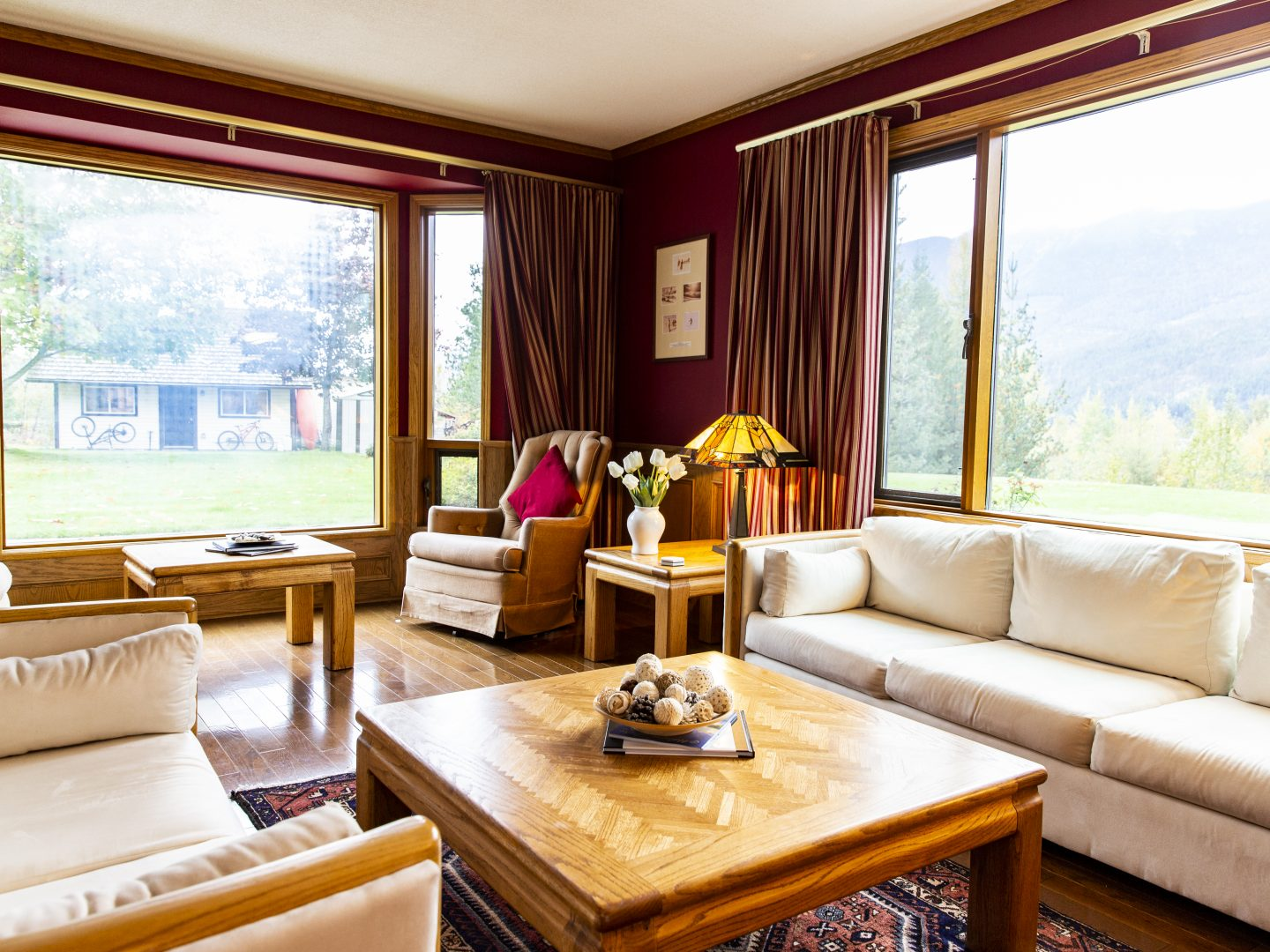 Stay Revy - Begbie View Retreat; Breathtaking Scenery and Luxury Property
